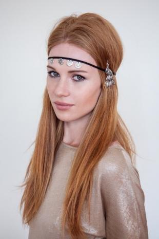Рыжий цвет волос, прическа на длинные волосы в стиле хиппи