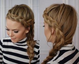 Цвет волос капучино, красивая прическа с косой у лба