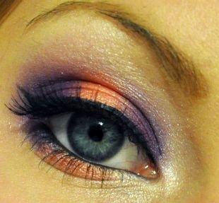 Макияж на Новый год, макияж для серых глаз с оранжевыми и фиолетовыми тенями