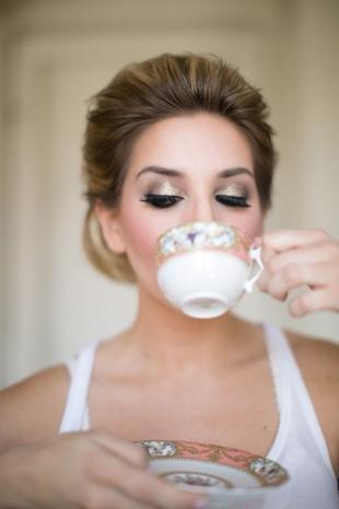 Вечерний макияж для нависшего века, свадебный макияж с золотыми тенями
