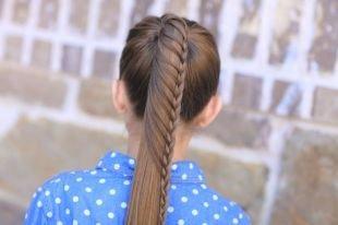 Коричневый цвет волос, прическа в школу - красиво заплетенный конский хвост