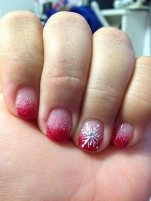 Красный френч, простой маникюр на короткие ногти со снежинкой