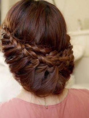 Темно медный цвет волос, прическа с косами для подружки невесты