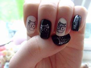 Оригинальные рисунки на ногтях, черно-белый маникюр с черепами на хэллоуин