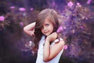 Коричневый цвет волос, миловидная детская прическа на выпускной