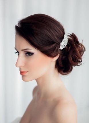 Красно каштановый цвет волос, свадебная прическа для шатенки